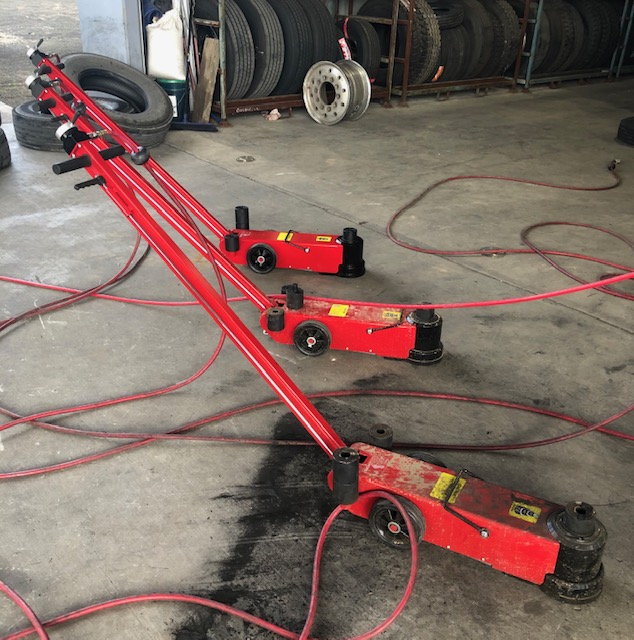 Big Red 40/20 Tonne Pneumatic Floor Jack.